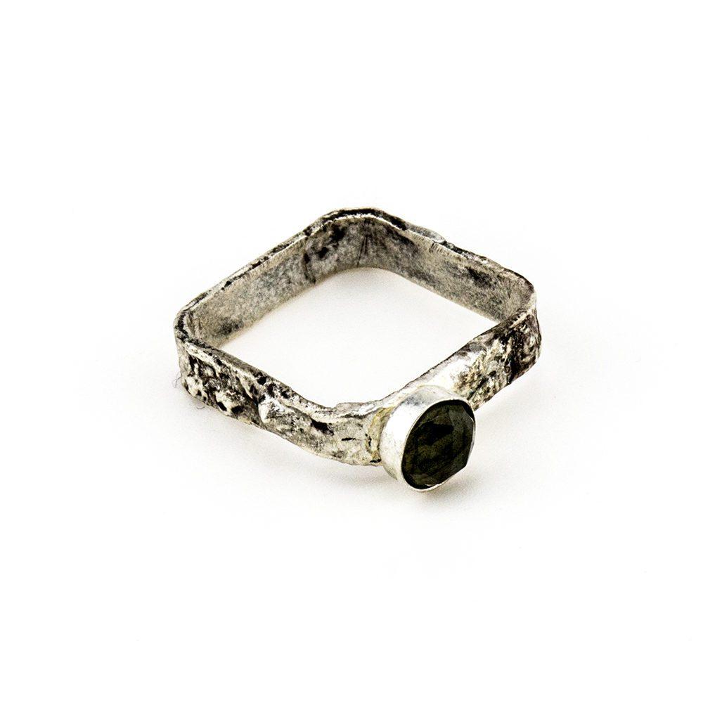 prsten s labradoritom
