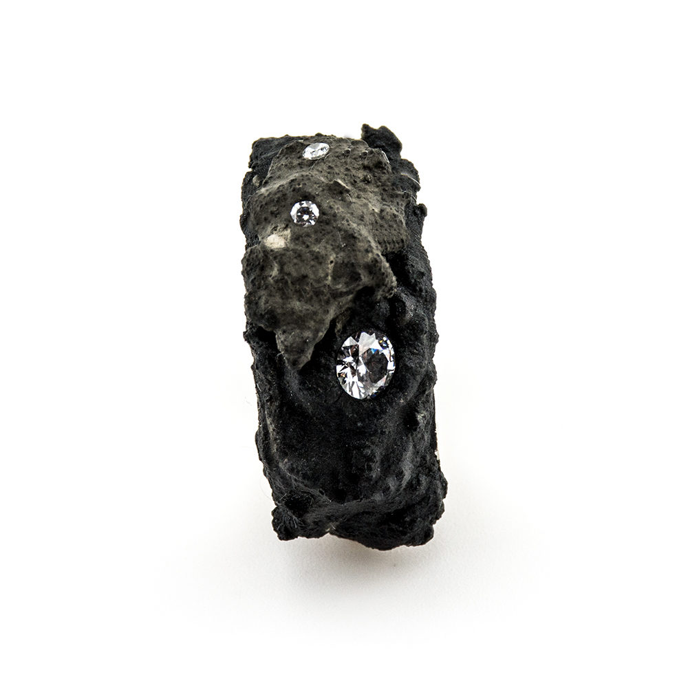 prsten od srebra i betona