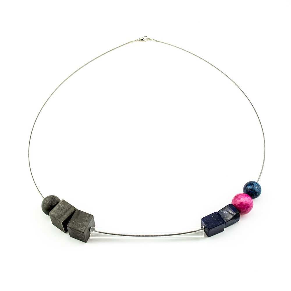 ogrlica staklena cijev i beton