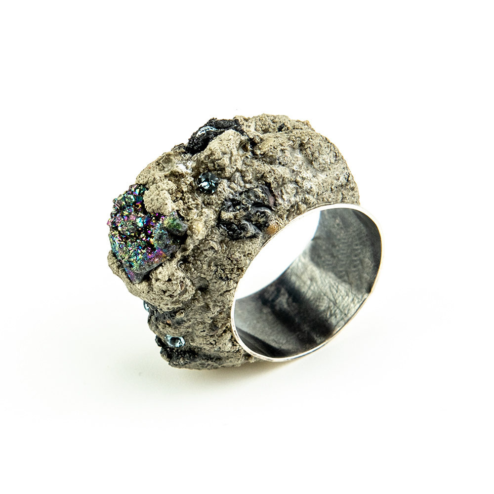 Prsten od betona i halko pirita ručni rad