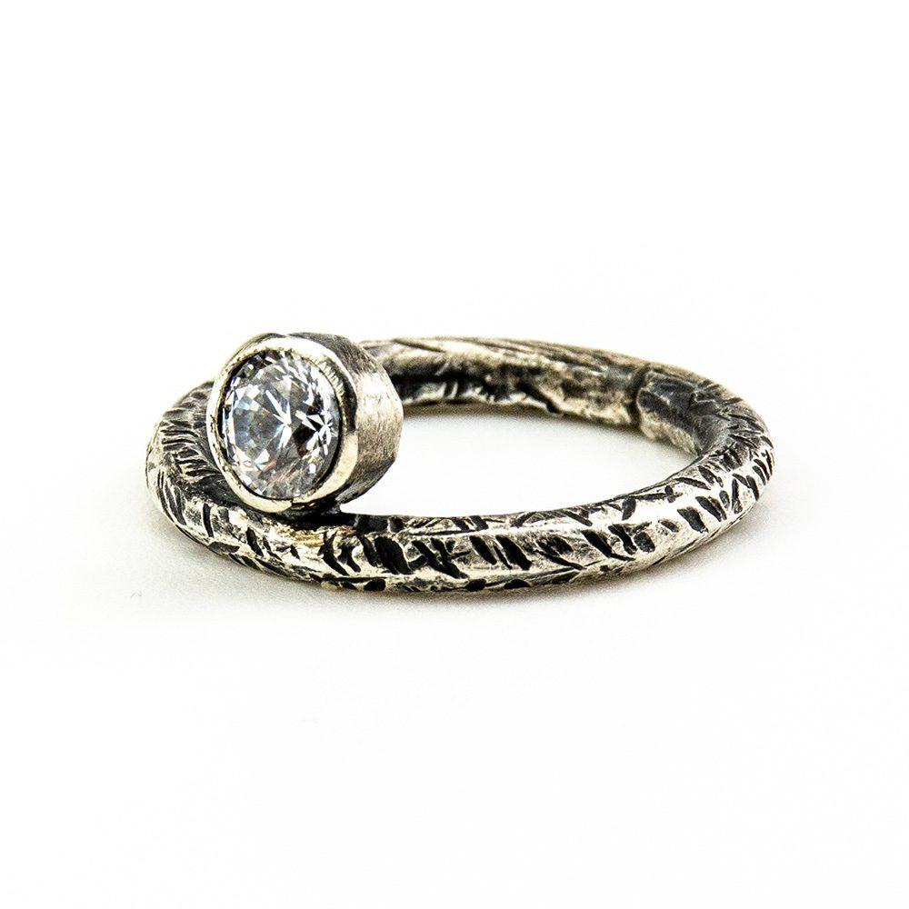 Prsten od srebra sa swarovski kristalom