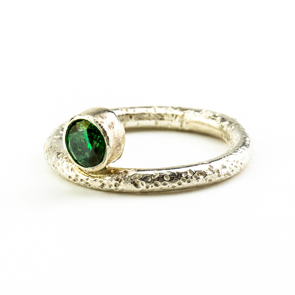 Zaručnički prsten od srebra i kristala