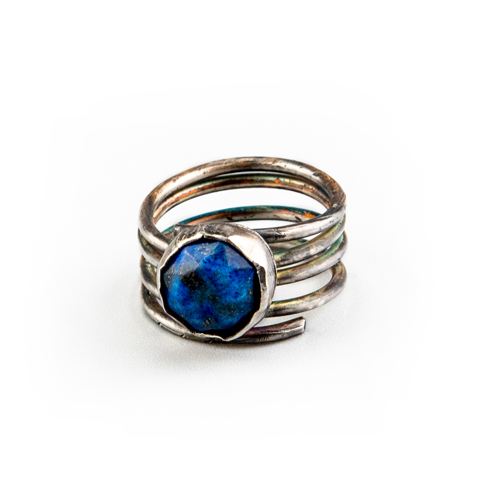 Srebrni prsten s lapis lazuli kristalom