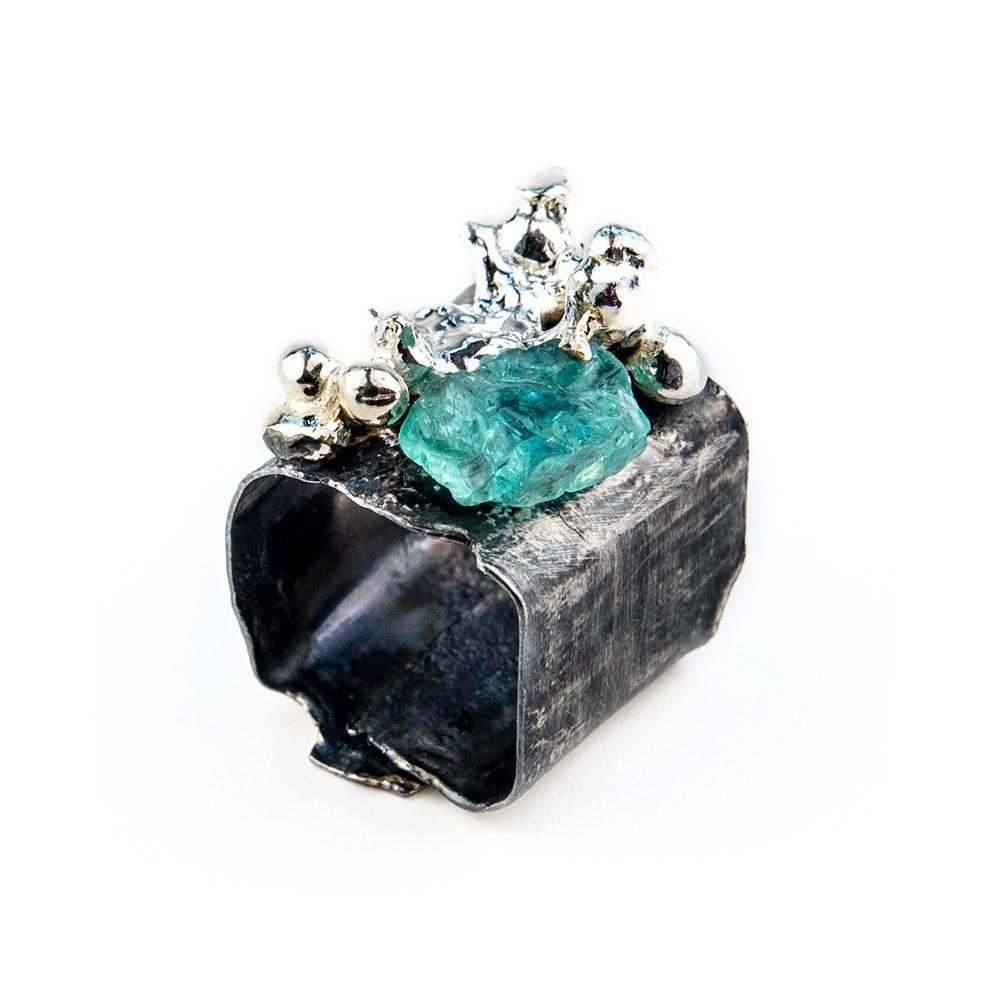 Srebrni prsten s grumenom čistog srebra