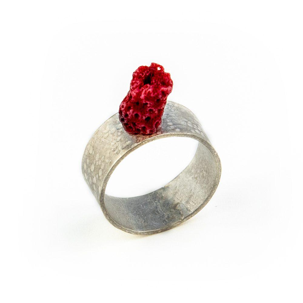 Srebrni prsten s koraljem ručni rad