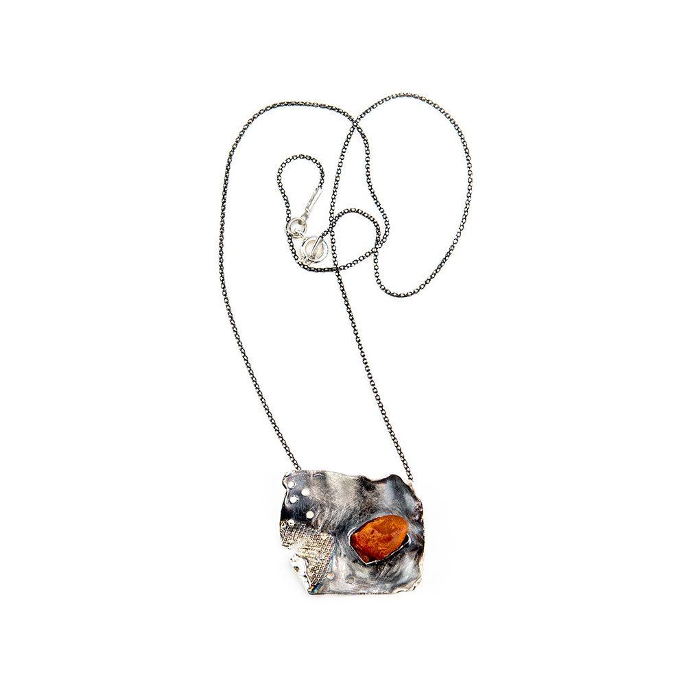 Srebrna ogrlica s jantarom