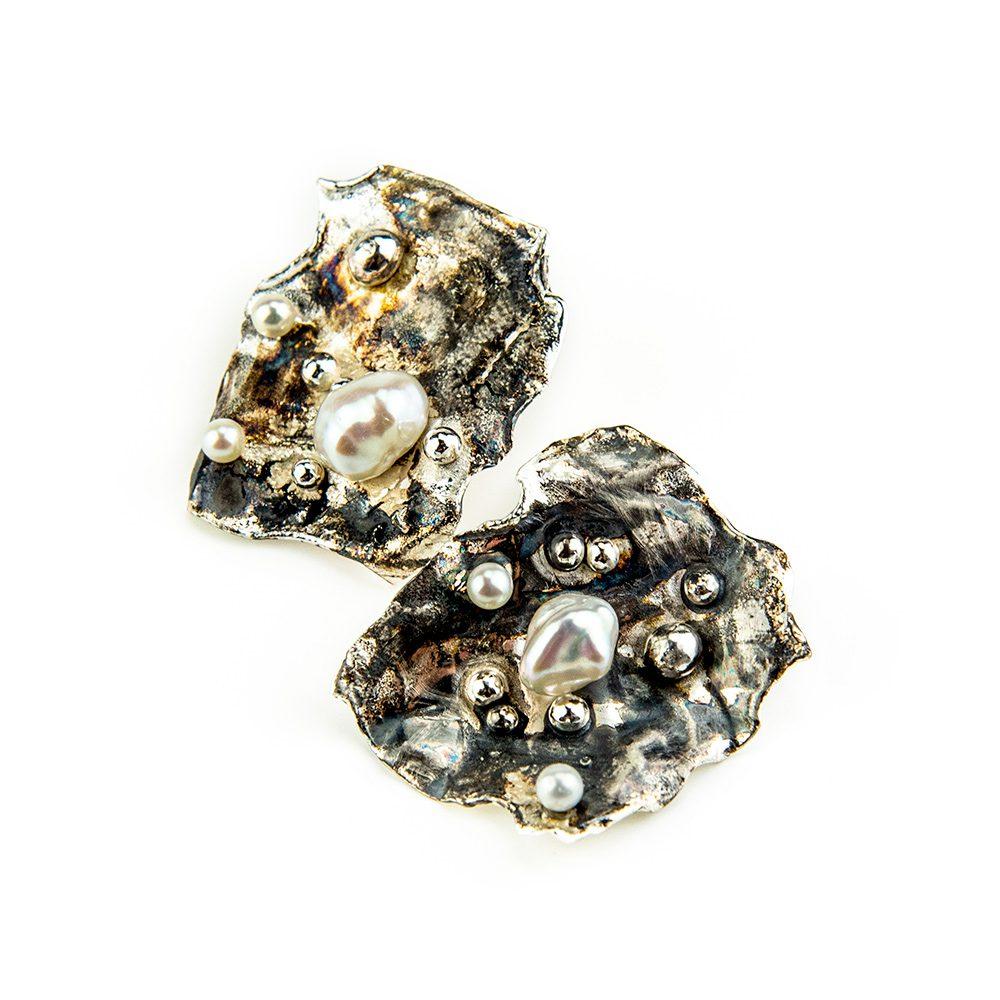 Četvrtaste srebrne naušnice s biserima