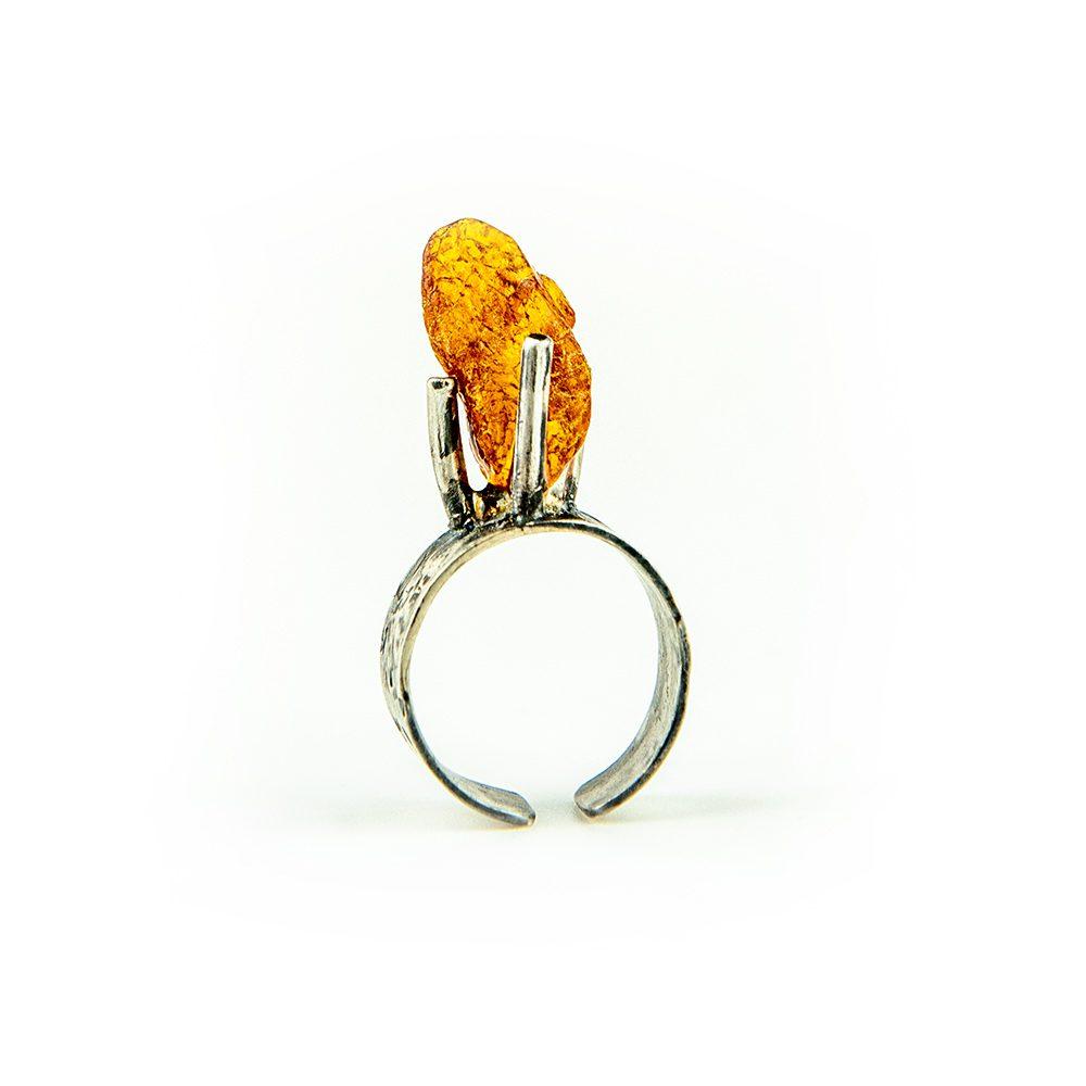Srebrni prsten s jantarom