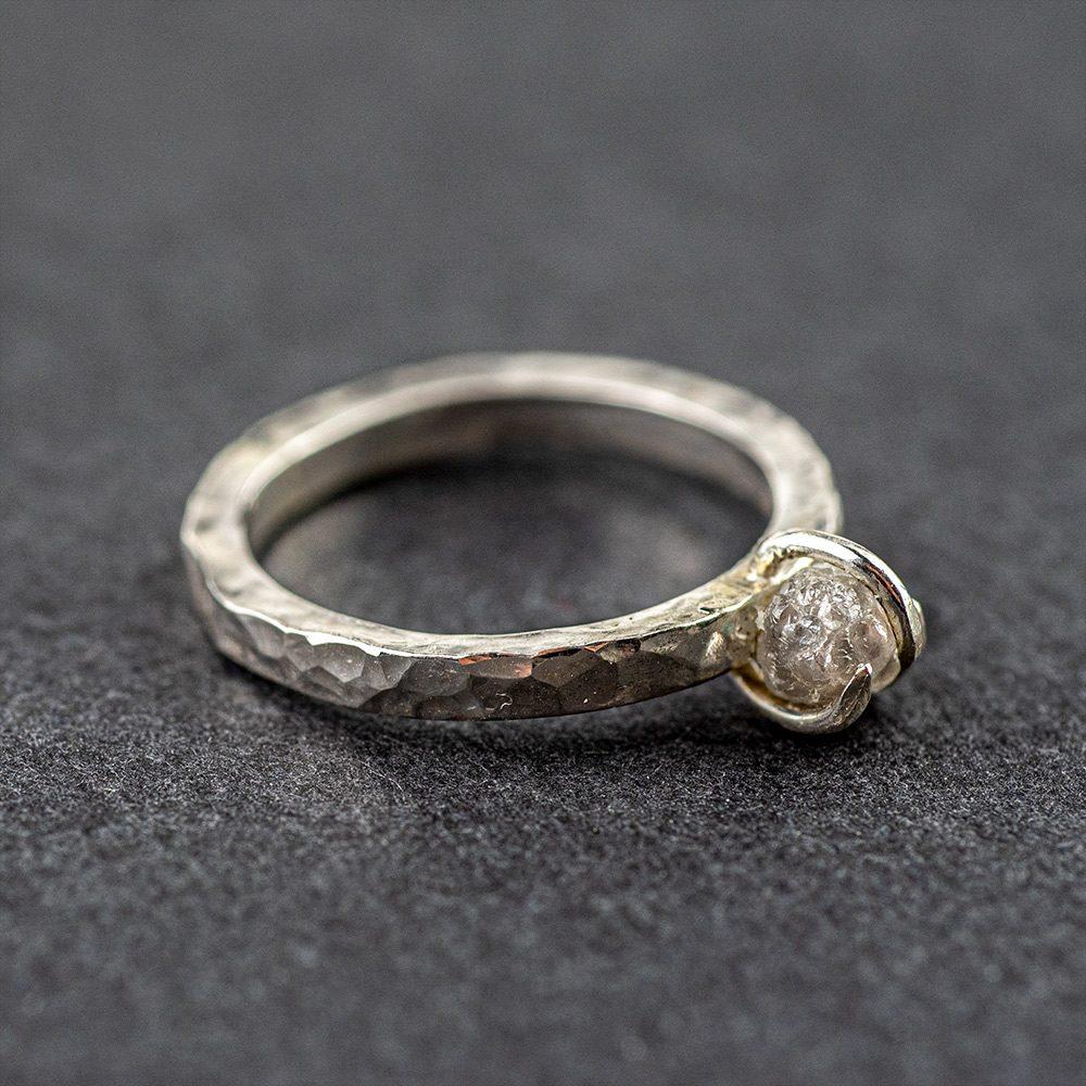 Dijamantni zaručnički prsten