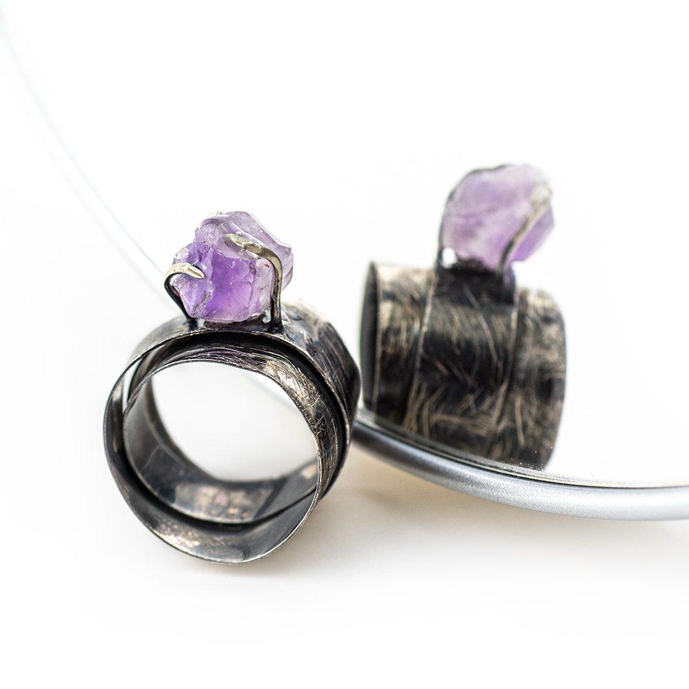 Srebrni prsten ručni rad s ametistom