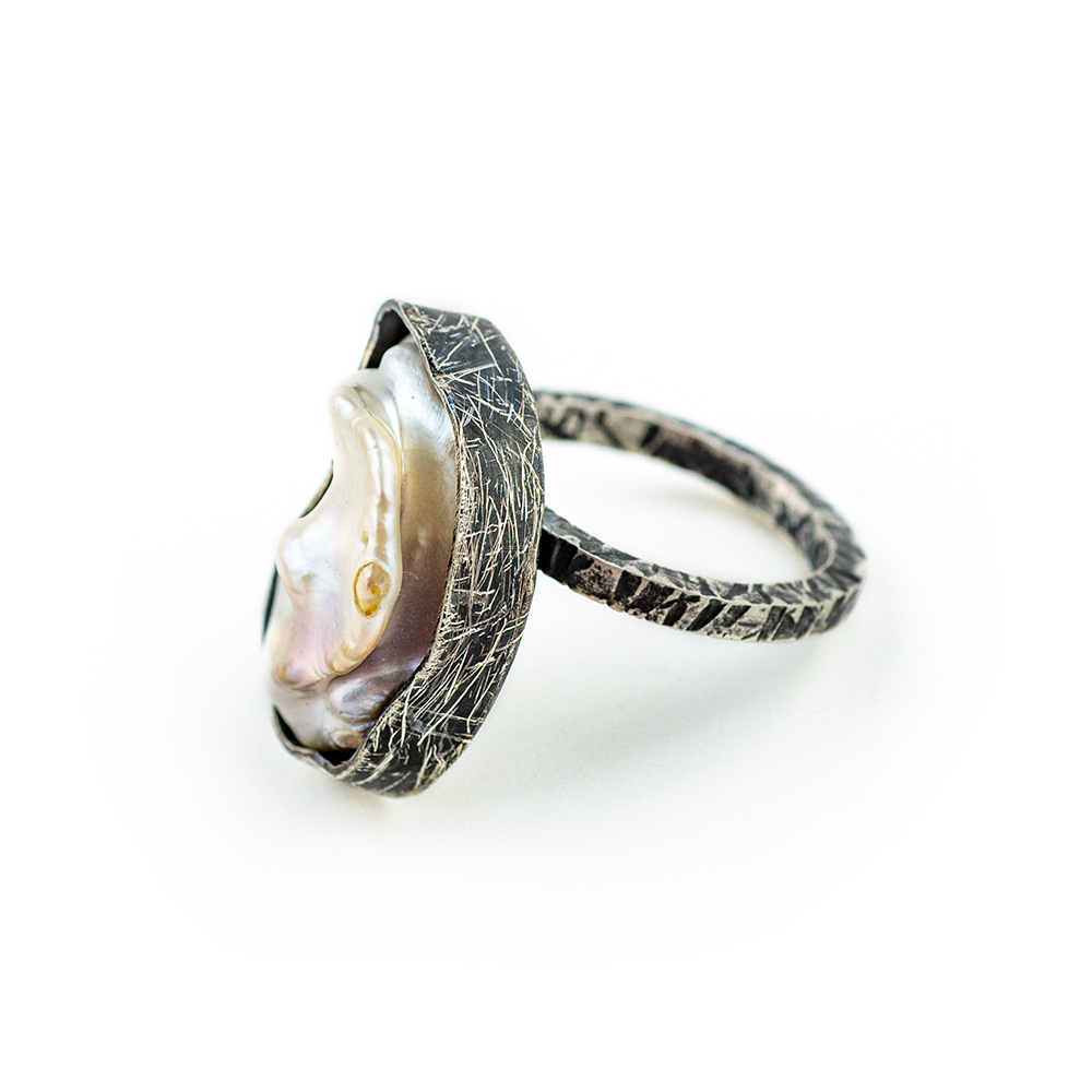 Srebrni prsten s velikim biserom